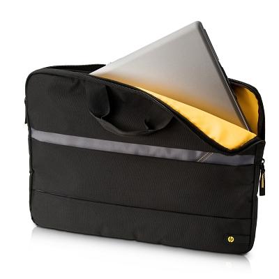 ... mobilní myš a polstrované pouzdro chránící notebook na cestách